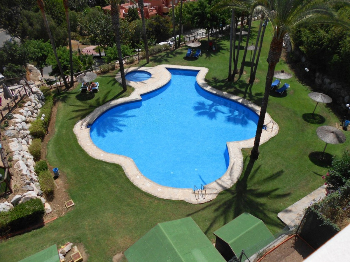 Beautifully presented penthouse apartment located in the area of Reserva de Marbella.  This top floo,Spain