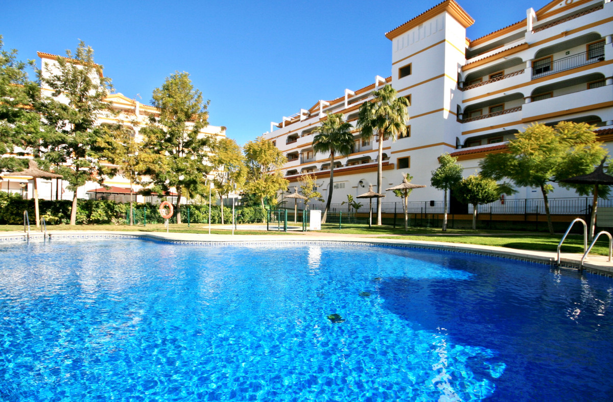 Super value west facing 2 bedroom apartment! This proeprty presents really well with a fully equippe,Spain