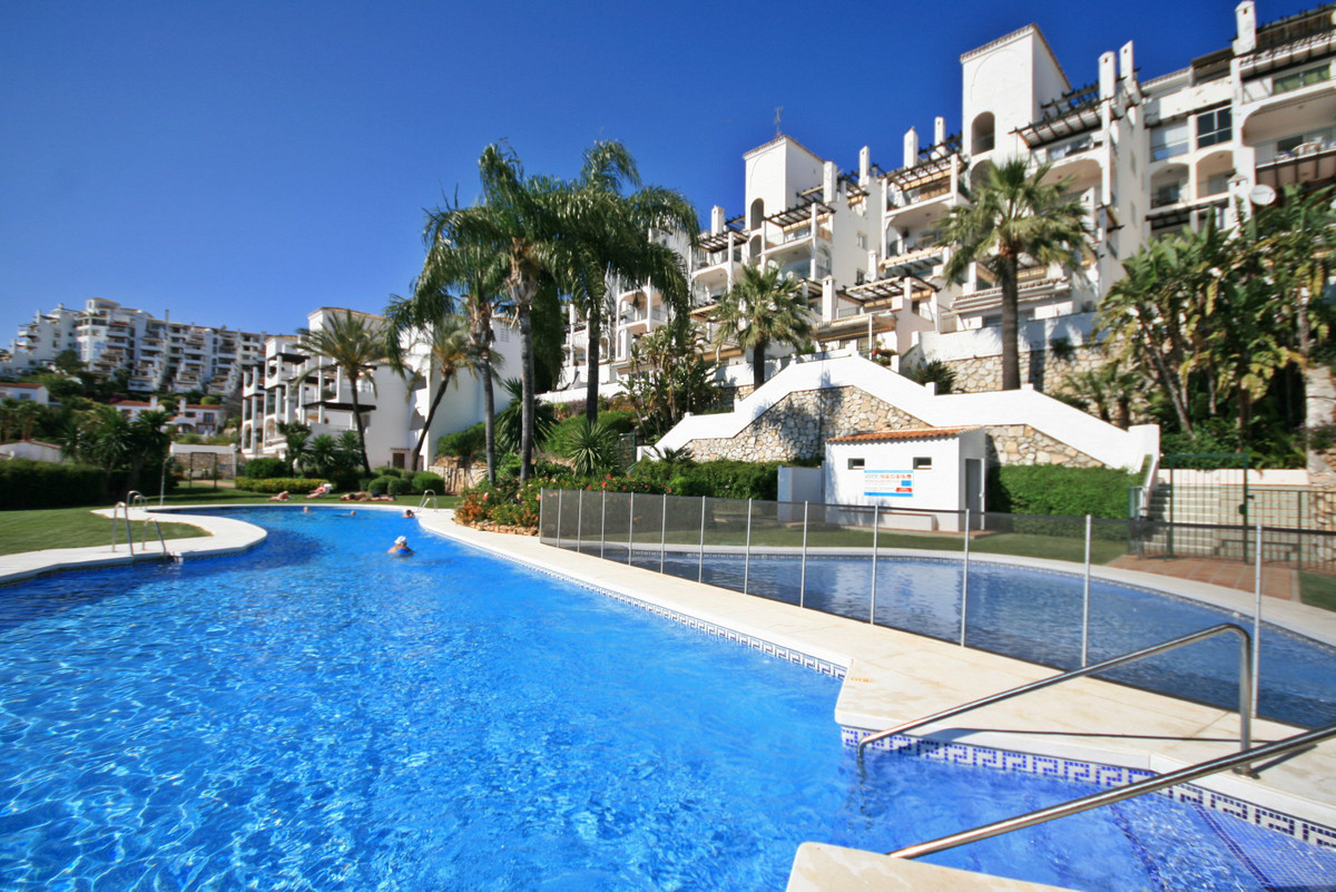 Super value for money 3 bedroom with stunning sea views in Calahonda! This south west facing corner ,Spain