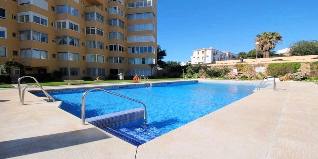Great opportunity to purchase a top floor studio apartment within walking distance of the beach and Spain