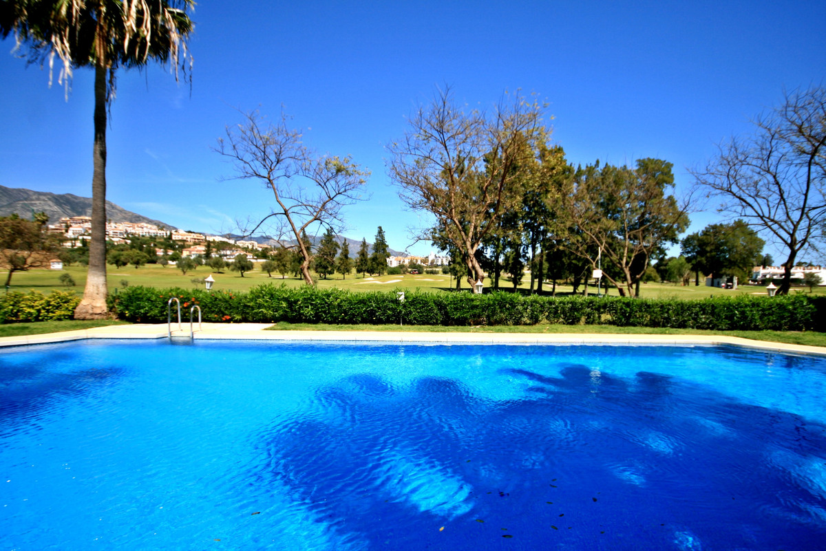 Spacious 2 bedroom apartment, located on the ground floor with direct access to the beautiful garden,Spain