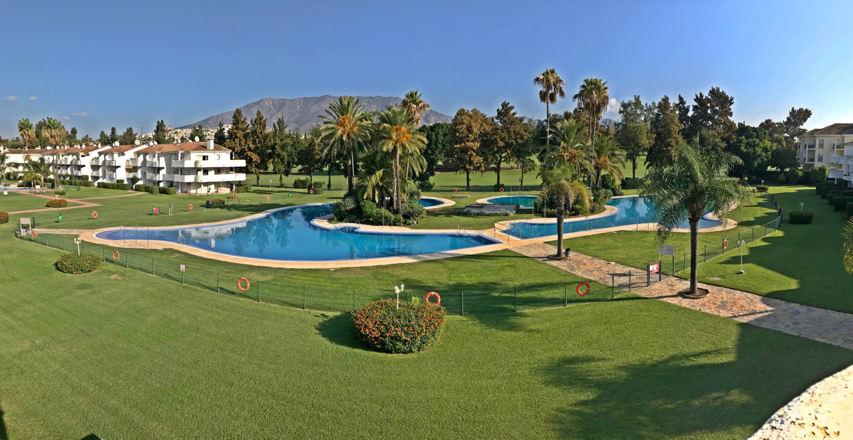 This Modernized 2 bed 2 bath Penthouse is situated in a front-line golf community with amazing views, Spain