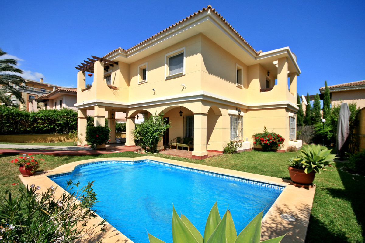 Beautiful 4 bedroom villa in La Cala Hills with private pool! This great property has a fully equipp, Spain