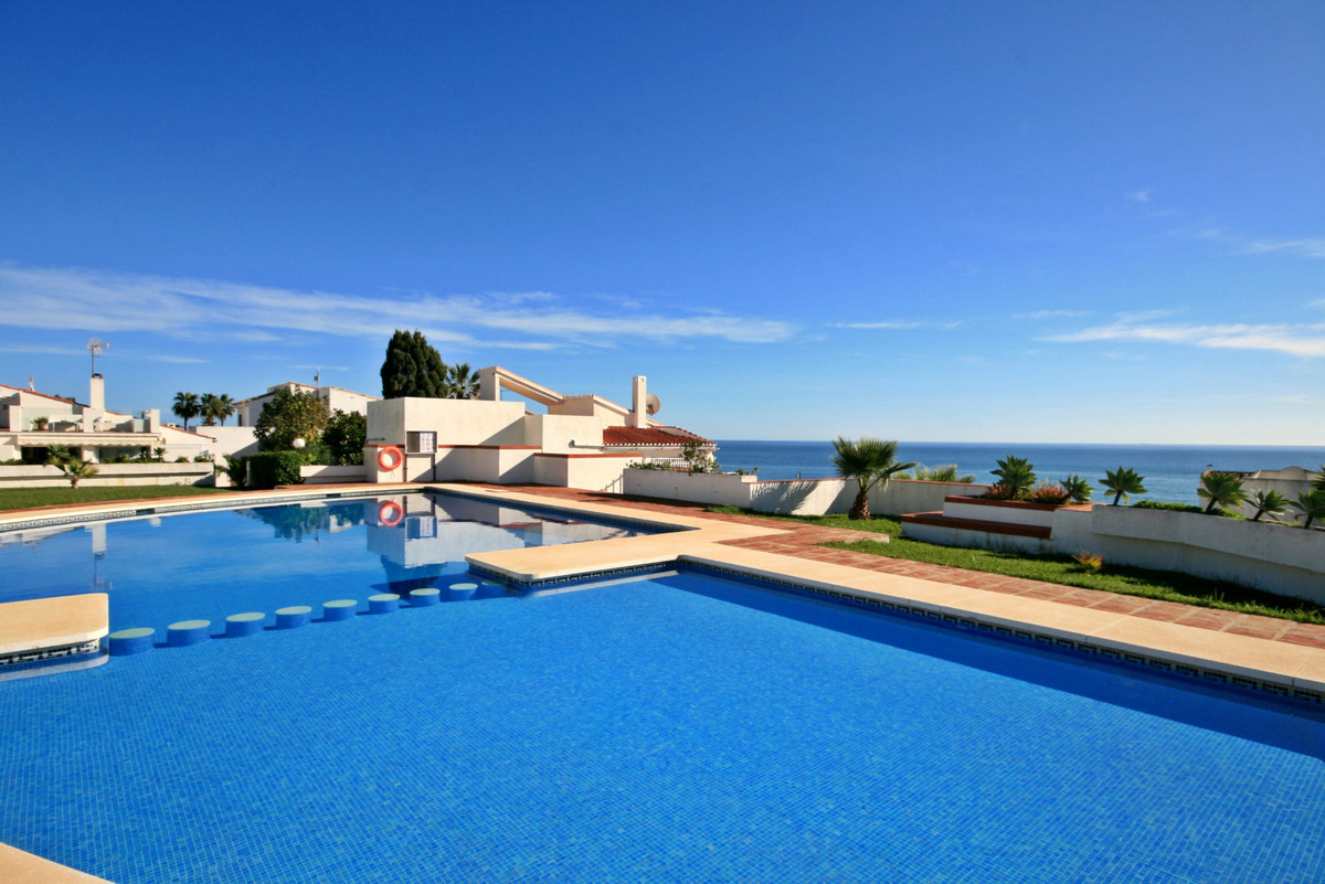 RARE OPPORTUNITY - Charming 3 bedroom beach-side bungalow! Located only 20m from the beach this prop, Spain