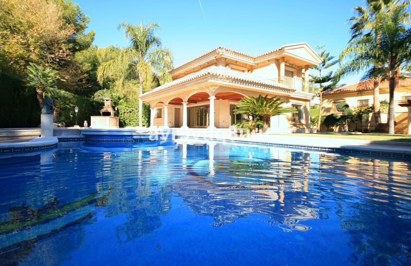Villa – Chalet a la venta en Mijas – R3051847