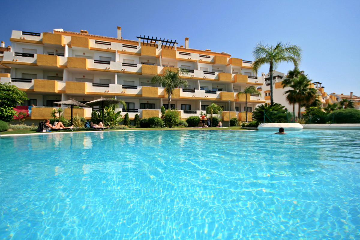Super Value front-line golf 2 bed with sea view! This great value beauty offers a fully equipped mod,Spain