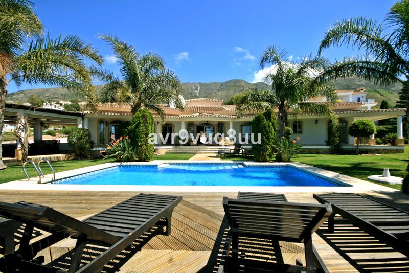 Detached Villa in Valtocado