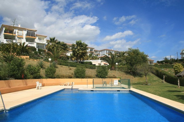 2 bedroom top floor apartment located on a cul-de-sac in a quiet part of El Faro.  The terrace is ac, Spain