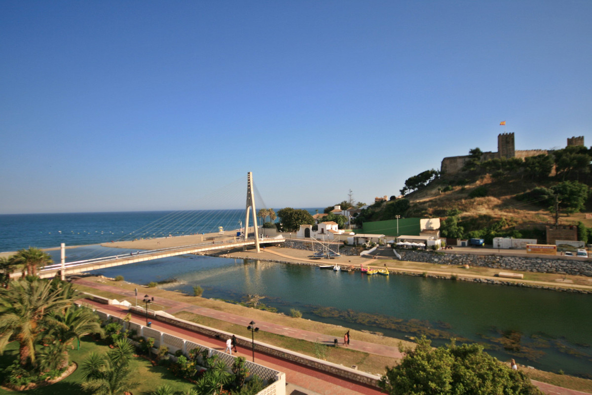 Not only fabulous sea and beach views but uninterrupted views of Fuengirola Castle too........fantas,Spain