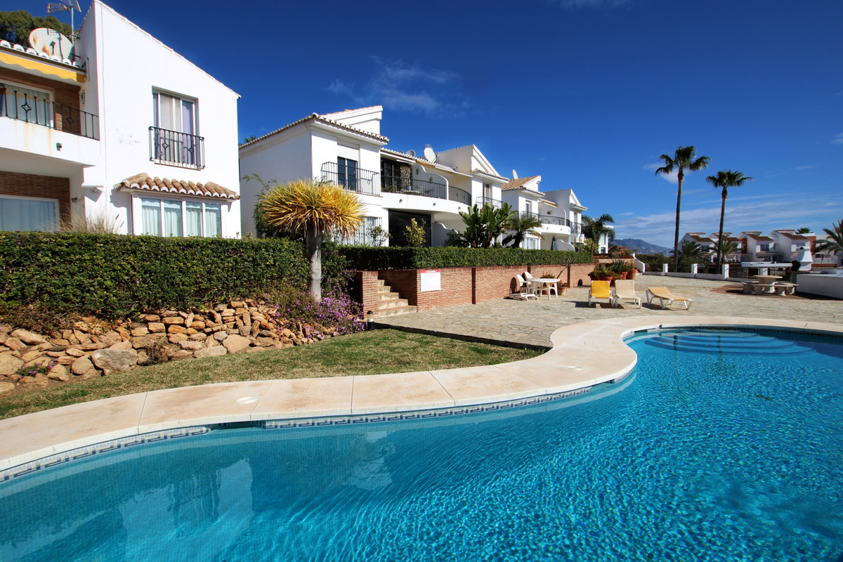 This very large and luxurious top floor apartment in wonderfully situated in the upper part of El Ch,Spain