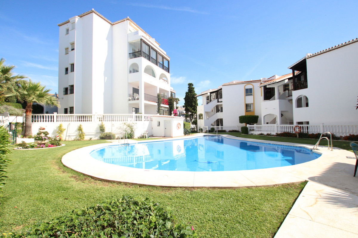 Super ground floor apartment within easy walking distance to all of Riviera del Sol's numerous ,Spain