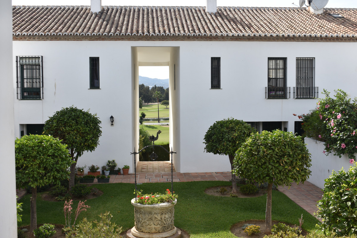 It's the opportunity you have been waiting for! Spacious and bright townhouse situated in the h,Spain