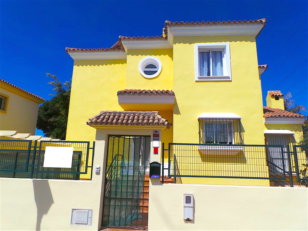 This house / villa is located in Marbella, Malaga, situated in the district of Elviria. It is a town, Spain