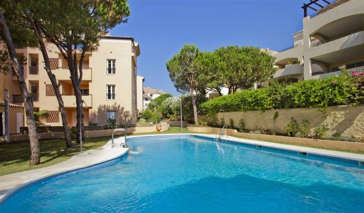 3 MINUTES WALKING TO THE BEACH, Next to Don Carlos Hotel. This flat is in the sea side of Elviria. I,Spain