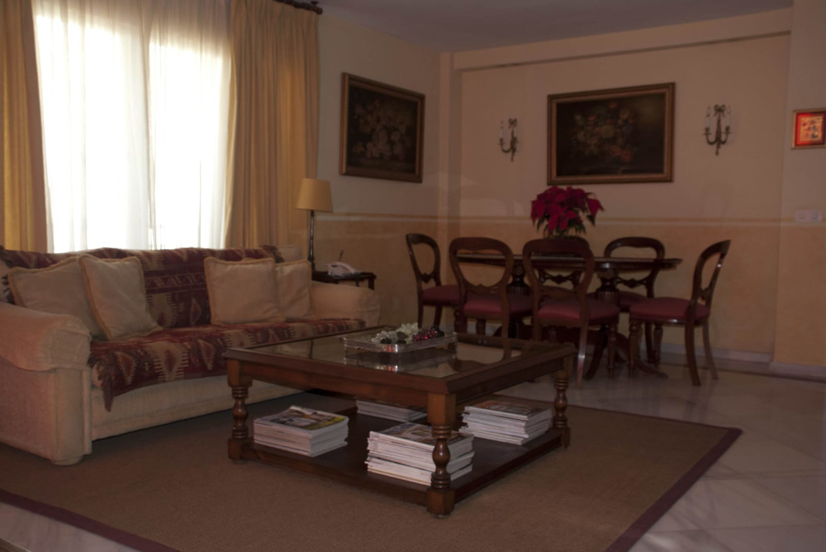 This flat is at Marbella, Malaga, is in the district of marbella, on floor 5. It is a flat that has , Spain