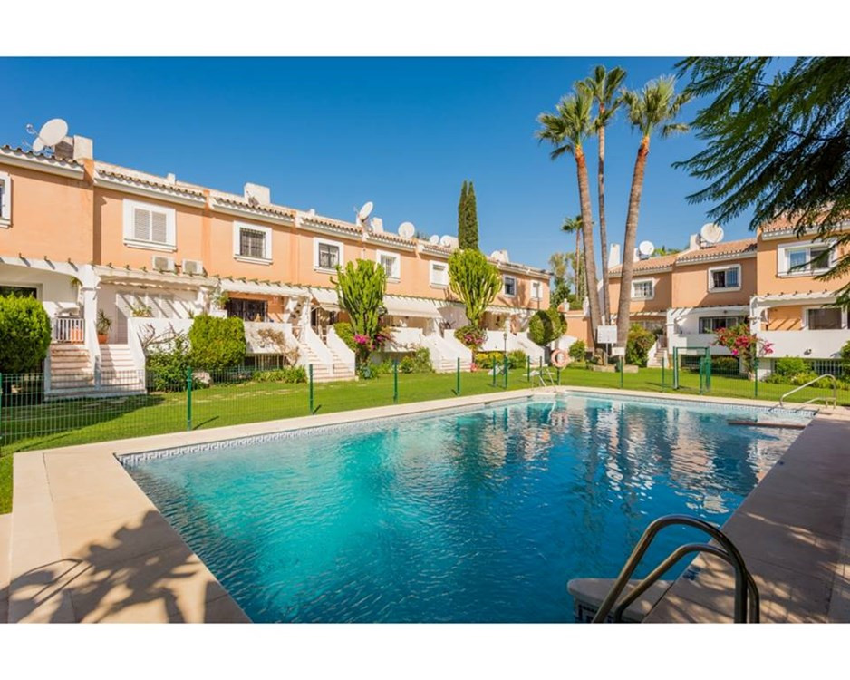 Townhouse with beautiful mountain views, the highest in Marbella, views of the communal pool and lar,Spain