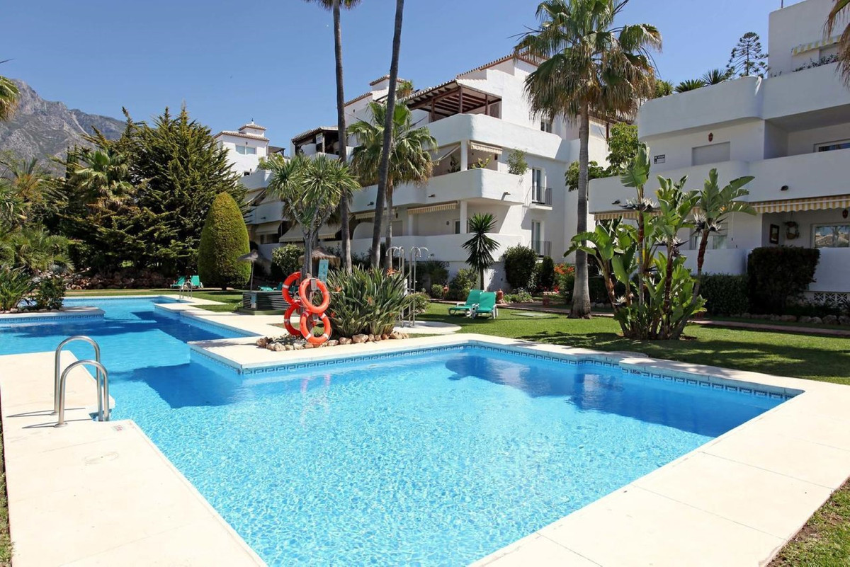 This flat is at Marbella, Malaga. It is a flat that has 140 m2 and has 3 rooms and 3 bathrooms., Spain