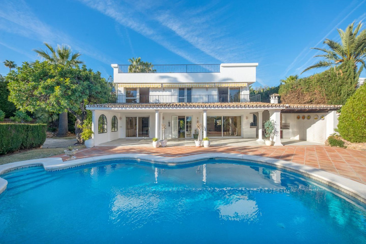 This magnificent villa is located in Altos Reales A, a totally private urbanization with 24 security,Spain