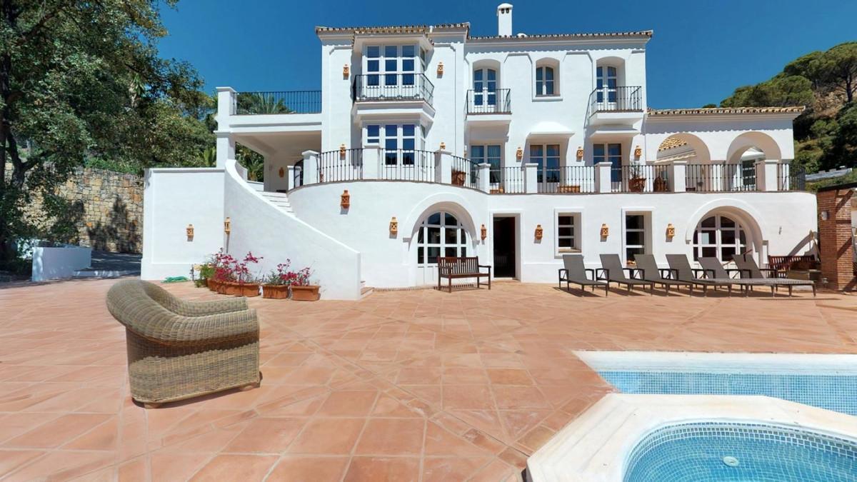 Detached Villa for sale in El Madroñal R3654854