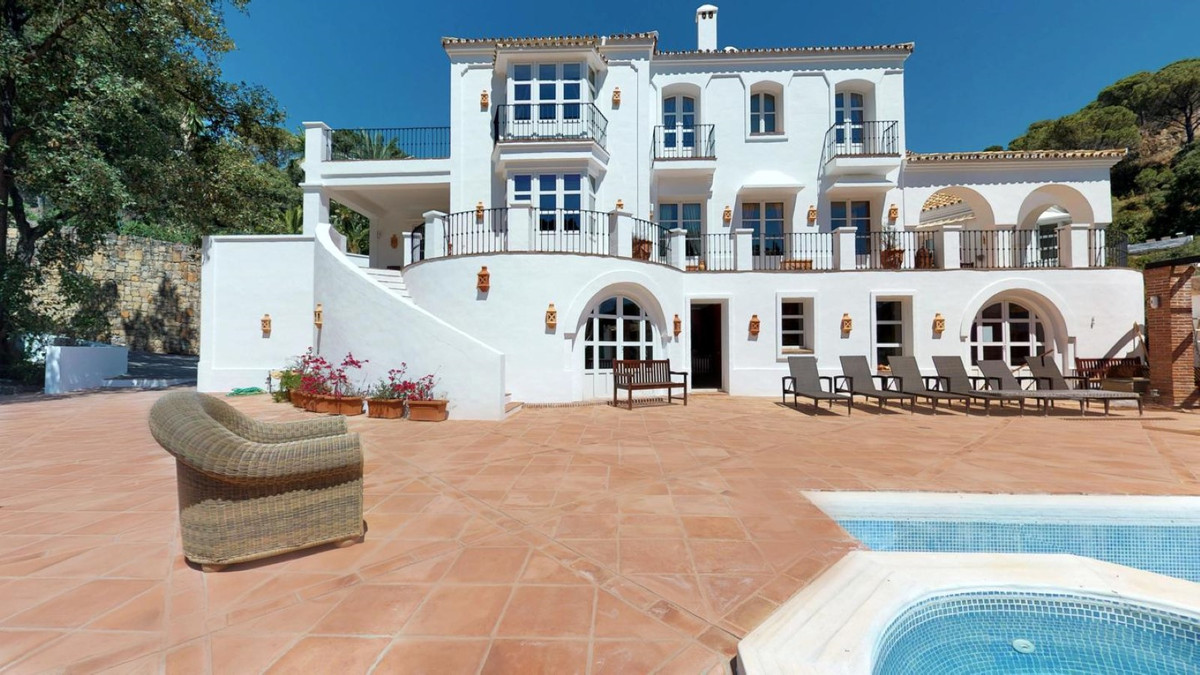 7 bedroom villa for sale el madronal