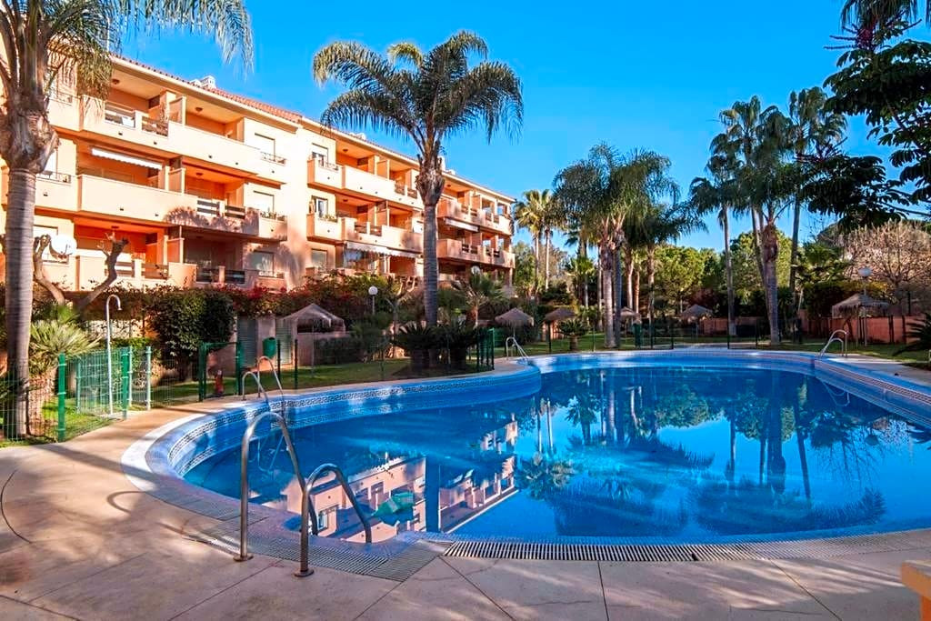 This flat is located in Urbanizacion Carib Playa, 29604, Marbella, Malaga. It is a flat of 103 m2 of, Spain