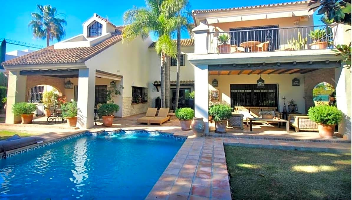 This house / villa is located in Marbella, Malaga, in the area of LOS NARANJOS. It is a house / vill,Spain