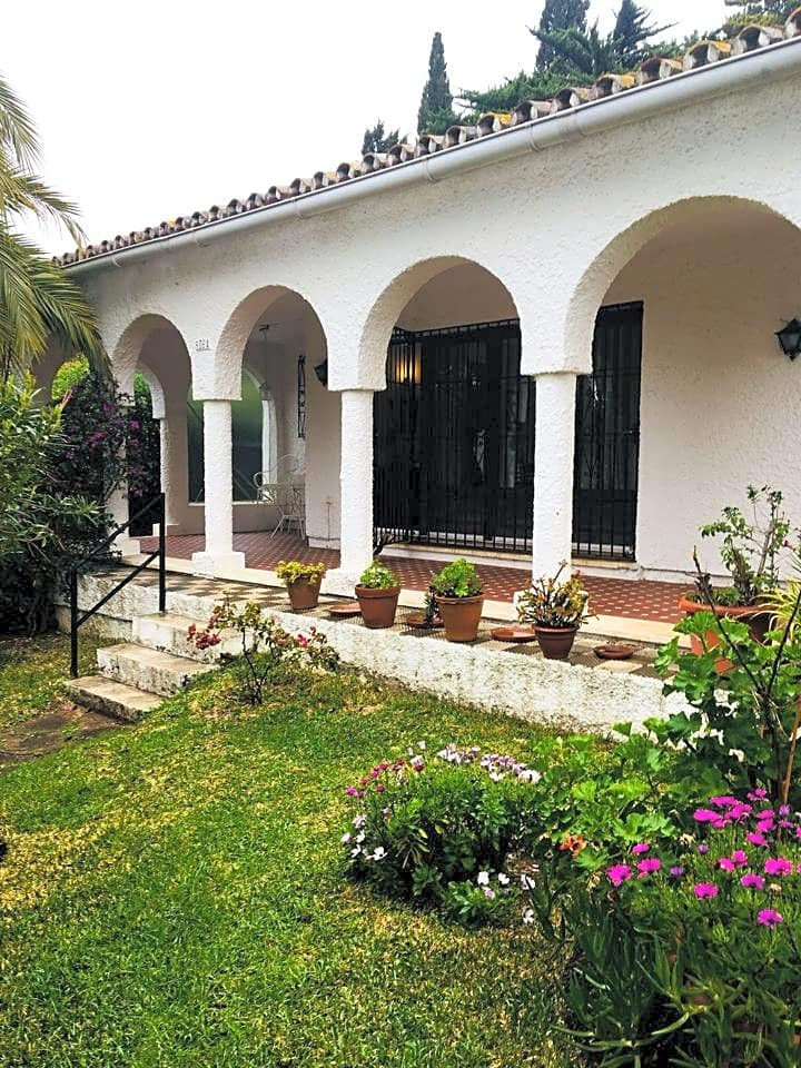 Do not miss this opportunity to buy a detached villa to be refurbished, it is located in the Urbaniz,Spain