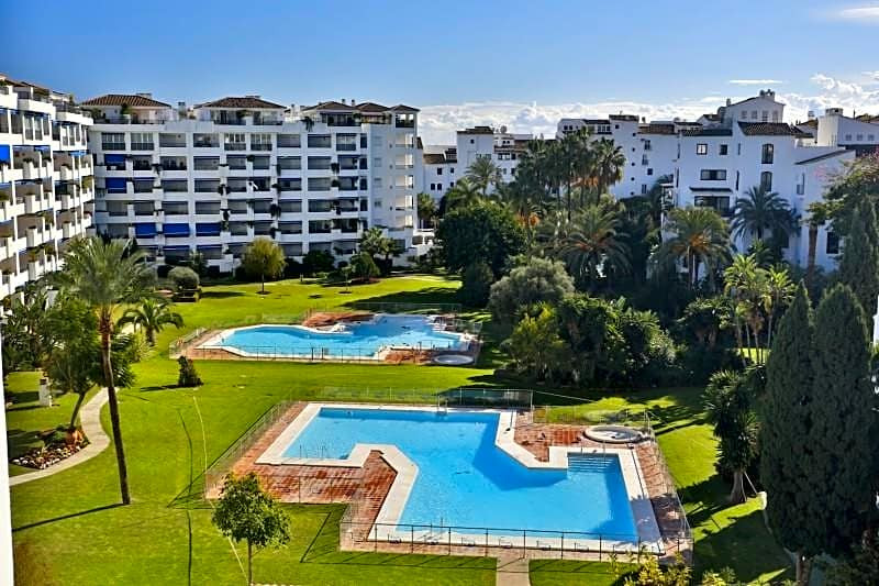 This apartment is located in Marbella, Malaga, in the area of Puerto Banus, on the 5th floor. It is  Spain
