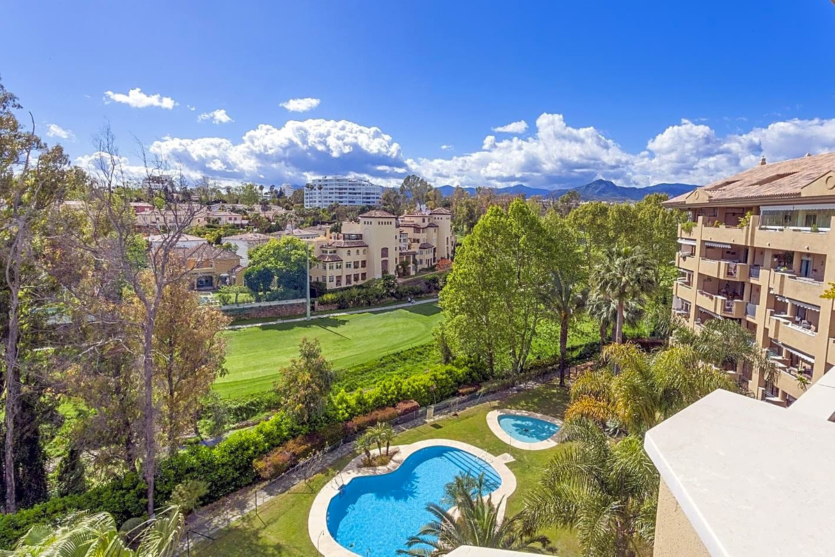 It is a very well distributed luxury construction that is also accompanied by two parking spaces and,Spain