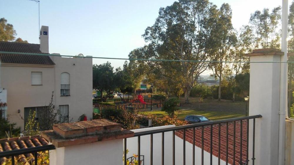 Beautiful townhouse in a perfect area to live, quiet and close to all amenities. The house has two f,Spain