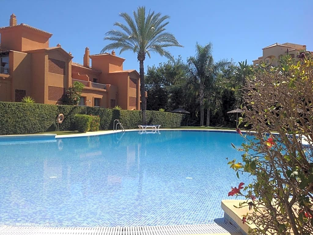 This flat is located in the urbanization Benatalaya, Estepona, on the first floor. It is a bright ap,Spain