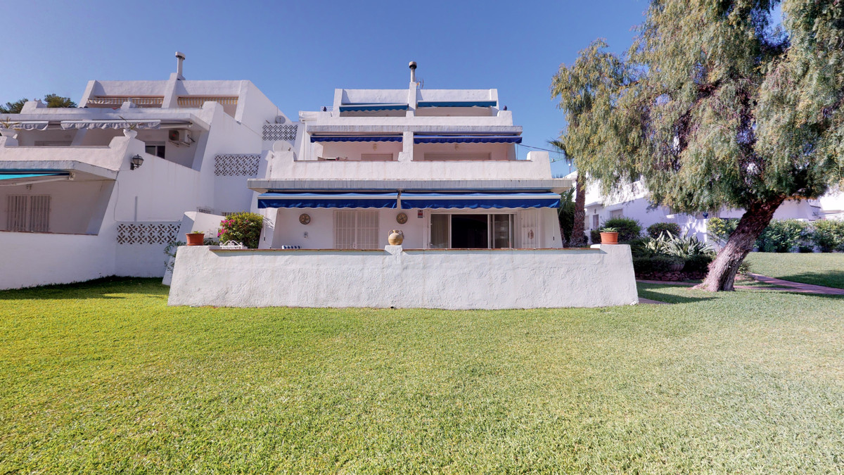 LOCATION, LOCATION, LOCATION!. 10 minutes walk from the beach and Puerto Banus! Just next to the Cas,Spain