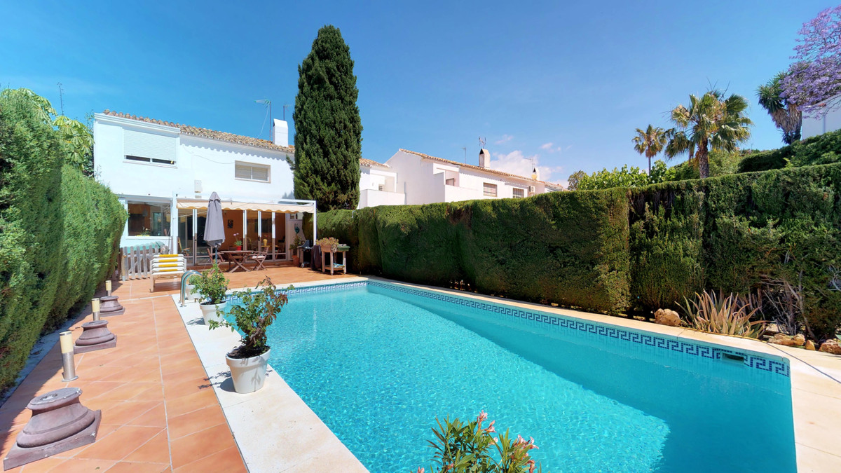 Beautiful terraced villa in the Belfry of Estepona, built in 2006 with large terraces and garden wit, Spain