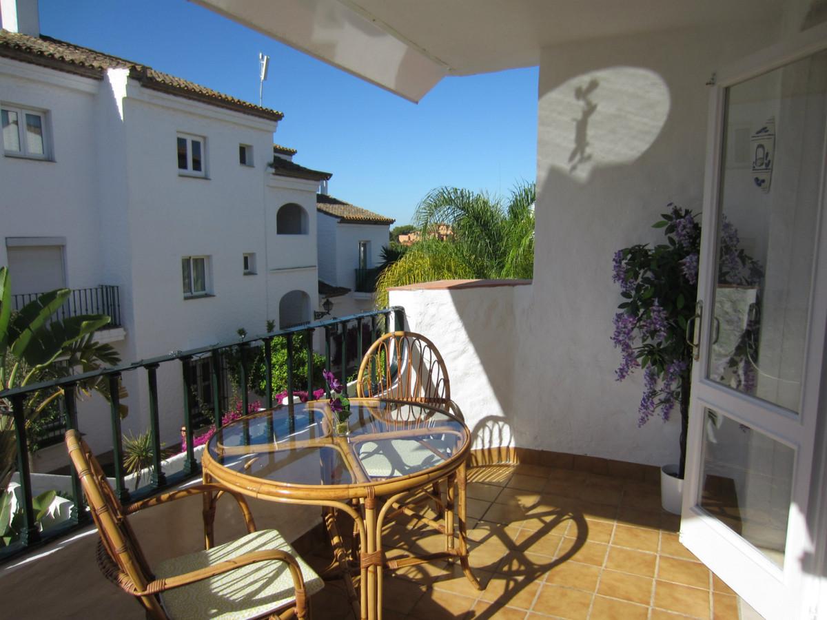 R3710888 | Middle Floor Studio in El Paraiso – € 95,000 – 0 beds, 1 baths