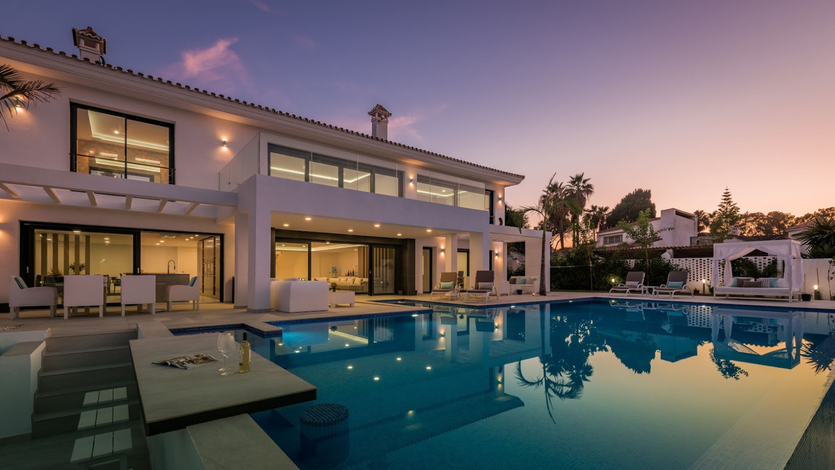 Fabulous, modern contemporary, beach side villa being built in the exclusive villa community of Casa, Spain