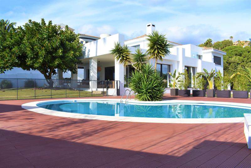 Renew Realty House El Paraiso