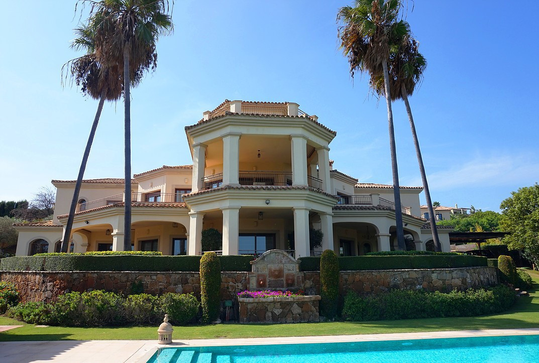 REDUCED BY €1M FOR QUICK SALE! This front-line golf, luxury villa in Sotogrande enjoys panoramic vie,Spain