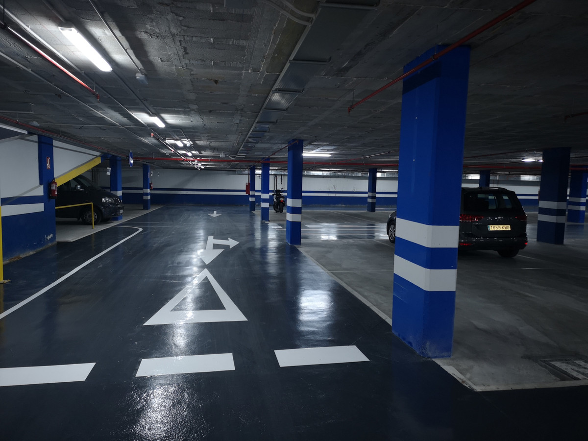 0 Bedroom Garage Commercial For Sale Marbella