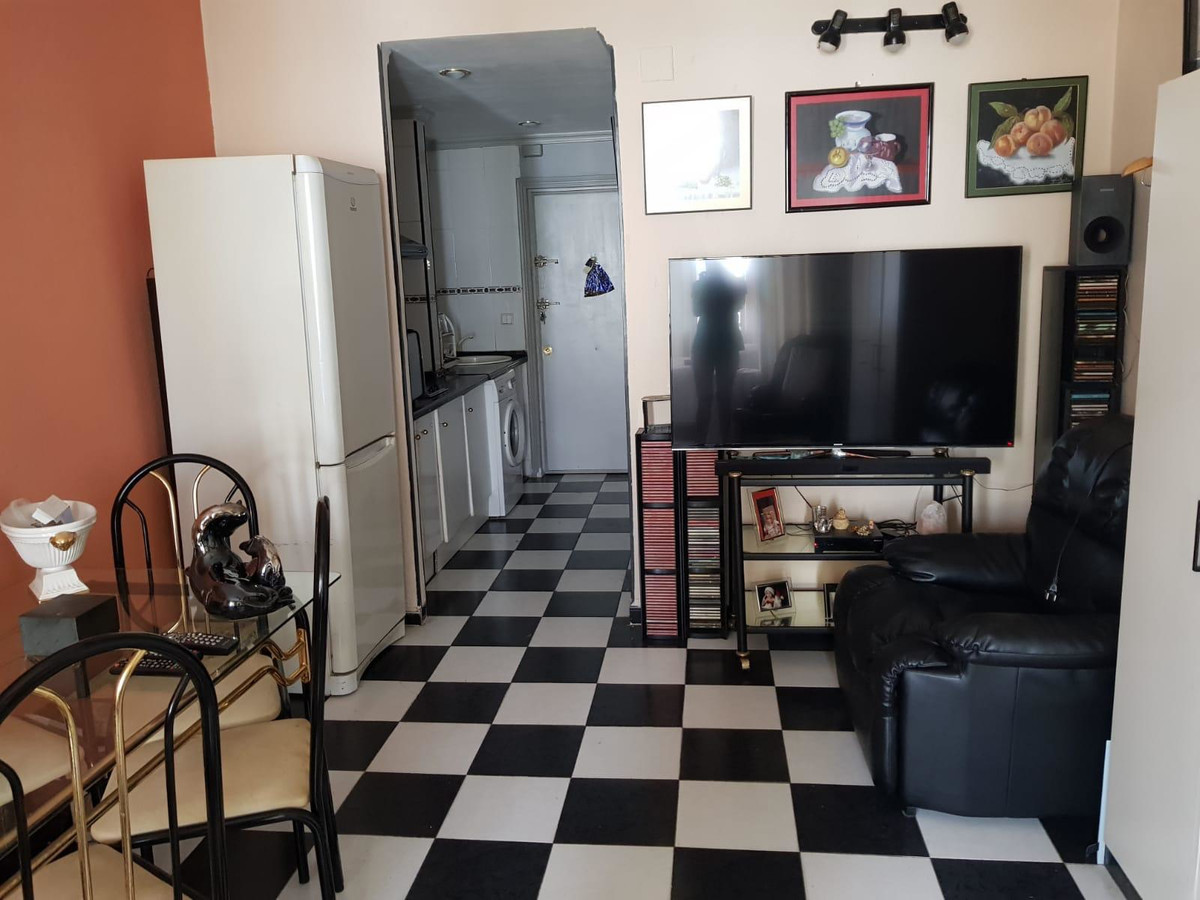 Cozy studio for sale in the center of Torremolinos, next to bus station, 2 minutes to Plaza Costa de, Spain