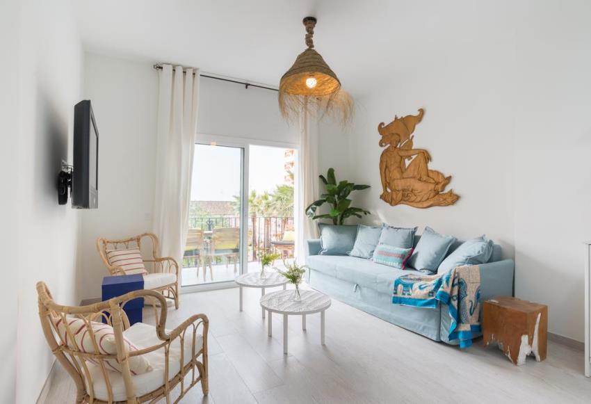 Apartamento  Planta Media en venta  y en alquiler   en Benalmadena Costa