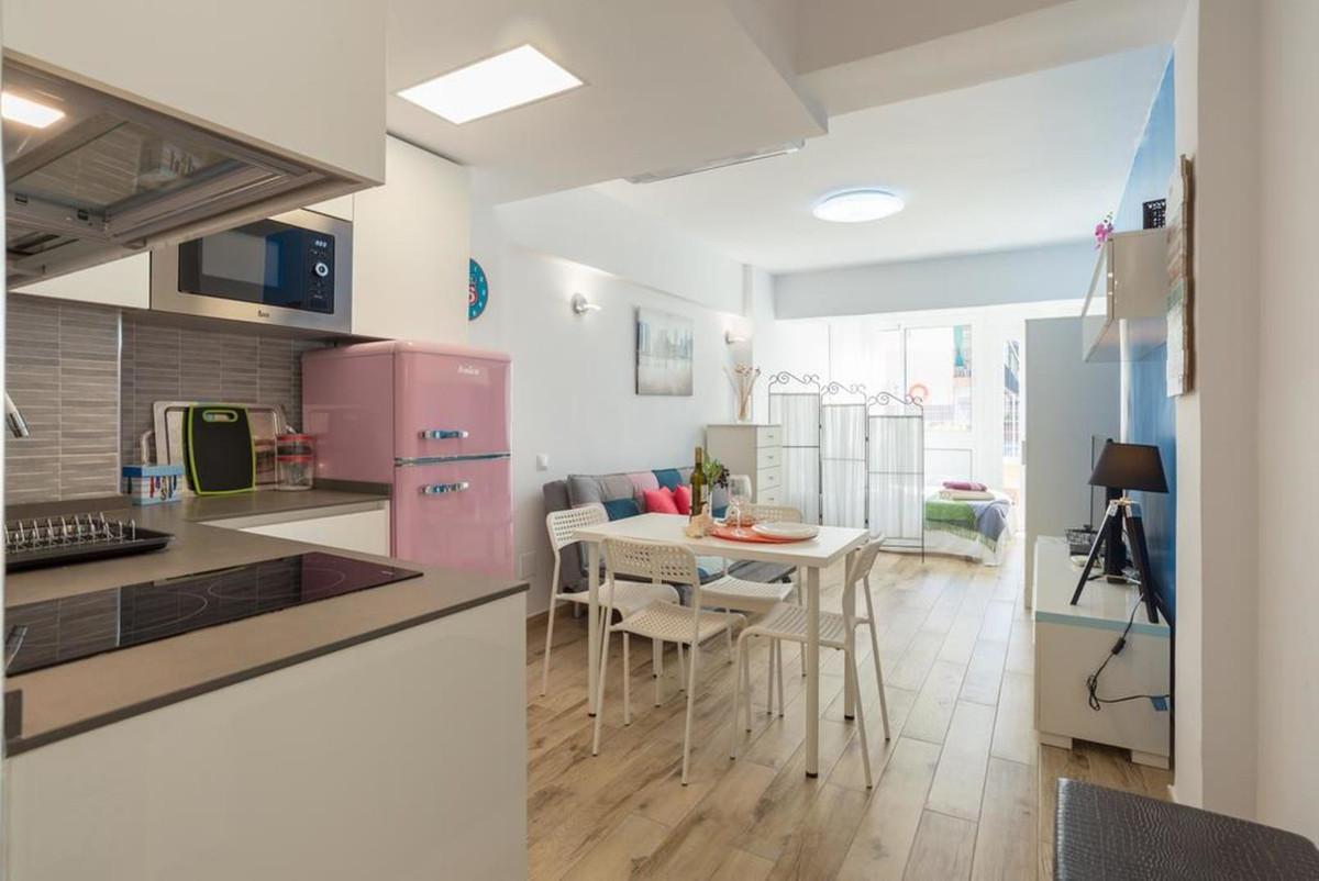 FIRST BEACH LINE !!!!! LOCATION LOCATION !!!! Cozy studio for sale in the Bajondillo area, beachfron,Spain