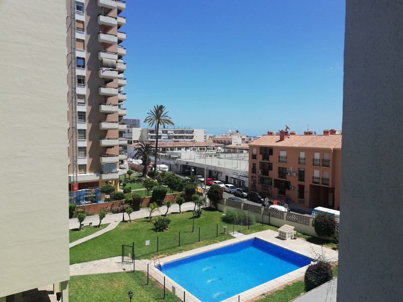 Middle Floor Apartment in La Carihuela for sale