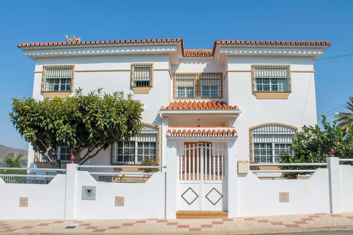 Large 4 bedroom Villa for sale in Alhaurin de la Torre!  This lovely property is in a fantastic loca,Spain