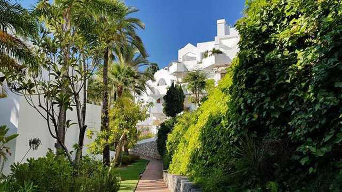 """Lovely well-appointed mid floor 2 bedroom apartment located just a short walk from the beach, , Spain"