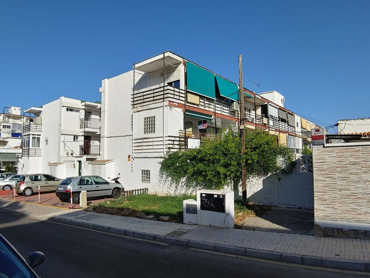 Excellent completely renovated apartment for sale.  The apartment is located just five minutes walk , Spain