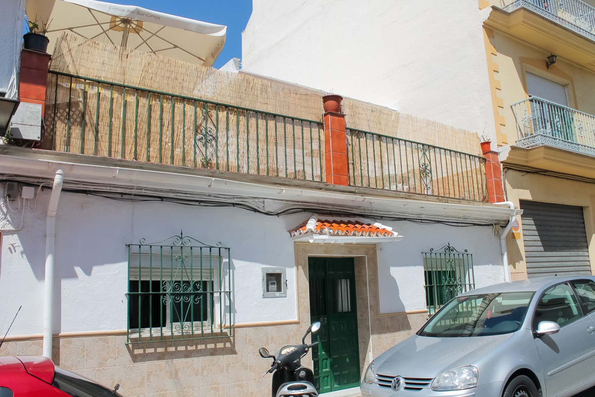 5 bedroom Townhouse for sale in Arroyo de la Miel !   Located at a walking distance from the heart o,Spain