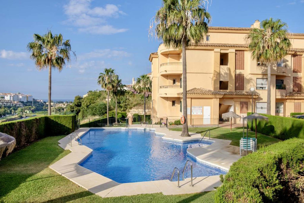 Lovely 2-bedroom 2 bathroom apartment located in the upper part of Riviera del Sol but below the AP7, Spain