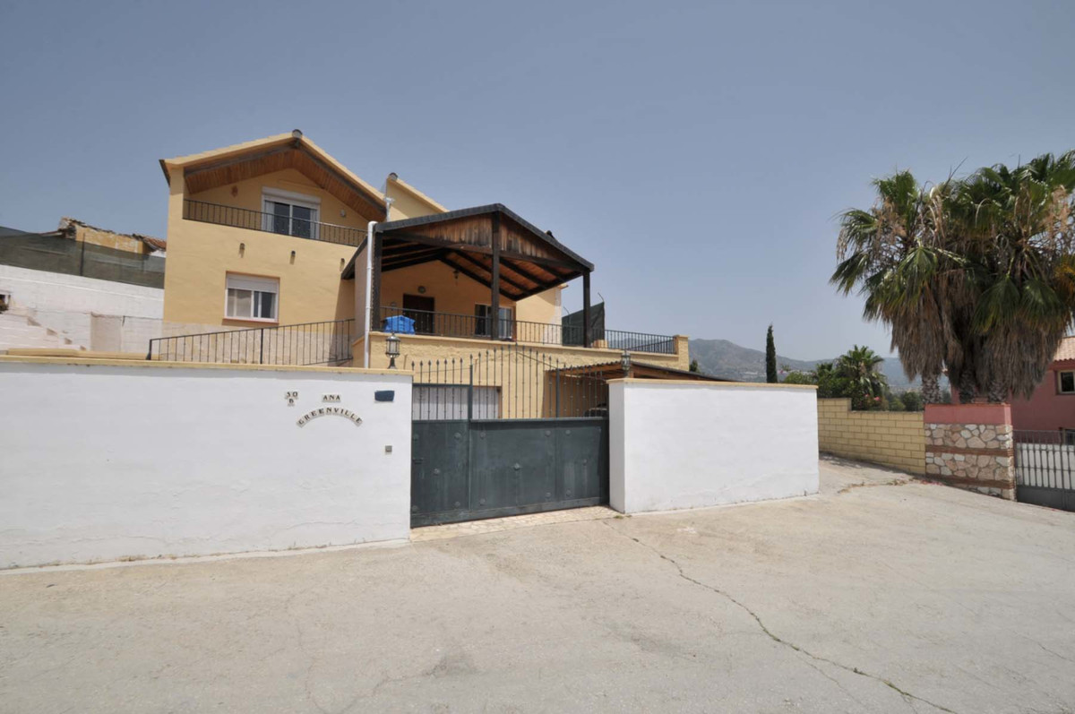 A fantastic country villa situated near the very popular area of Mijas Golf. The property is situate,Spain