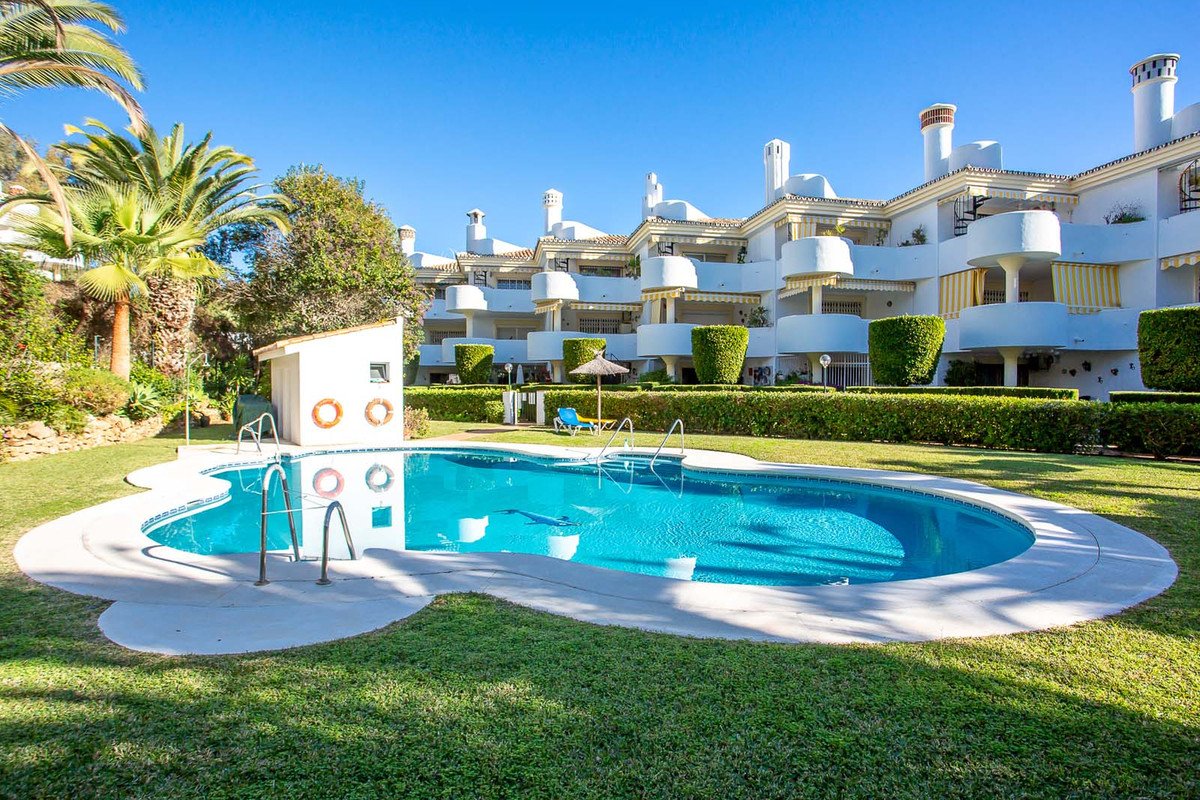 Tastefully decorated apartment in the lower part of Calahonda.  This apartment with large covered te, Spain