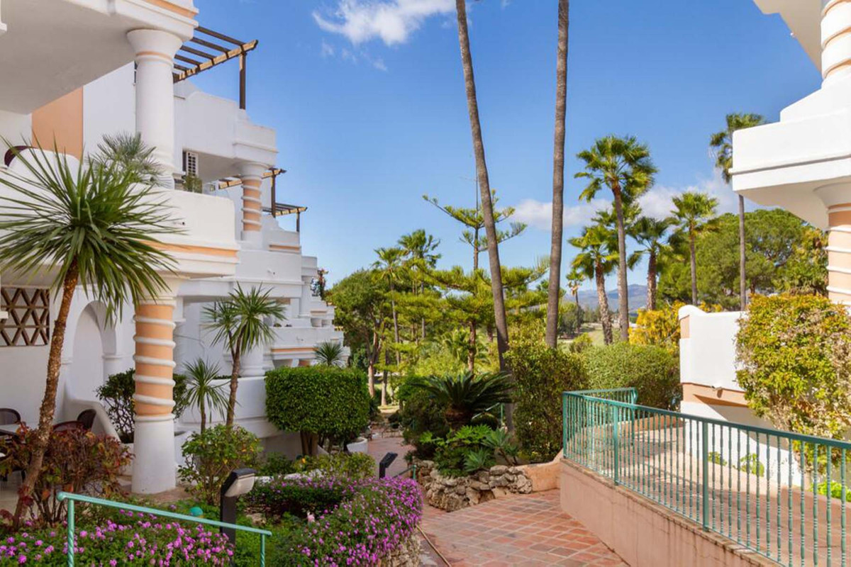 This beautiful appointed 2 bedroom apartment located in one of the most sought after front line golf,Spain